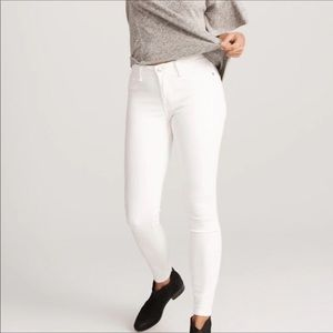 Abercrombie & Fitch skinny white jeans. Size 6